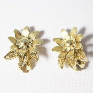 Vintage Gold Tone Sunflower Clip In Earrings